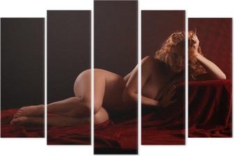 Mujer Pelirroja Desnuda Acostada En Terciopelo Rojo Pelirroja Desnuda