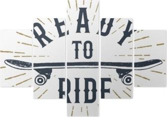 Pentaptyque Badge sur le thème des années 90 dessiné à la main avec illustration vectorielle texturé de planche à roulettes et lettrage inspirant «prêt à rouler».