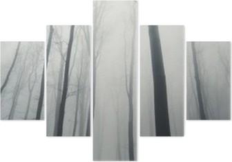 Pentaptyque L'homme dans la forêt avec de grands arbres en hiver