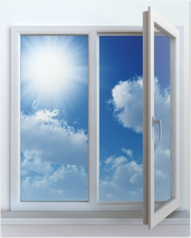 Åbn vinduet mod en hvid mur og den overskyede himmel og sol Plakat