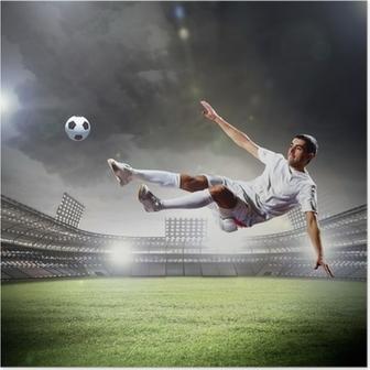 Fodboldspiller rammer bolden Plakat