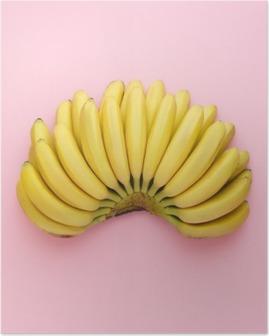 Set ovenfra af modne bananer på en lyserød baggrund. Minimal stil. Plakat
