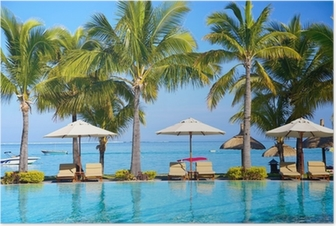 Plakat Svømmebasseng med paraplyer på stranden i Mauritius