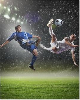 To fodboldspillere slår bolden Plakat