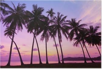 Tropisk solnedgang over havet med palmer, Thailand Plakat