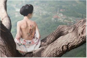 Plakat Kobieta z wężem tattoo siedzi na gałęzi drzewa (oryg)