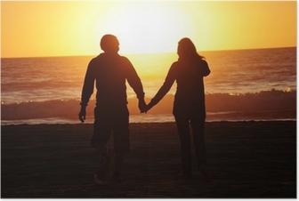 Plakat Loving para na plaży zachód słońca