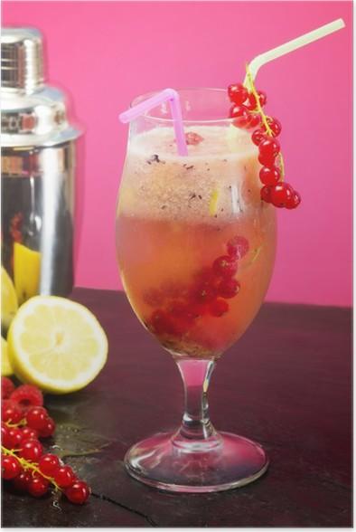 Plakát Ovocný koktejl se směšovačem přes růžové pozadí - Alkohol