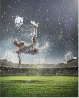 Plakat Piłkarz uderzając piłkę