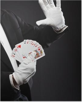Plakat Ręce magika kart gospodarstwa. Na sobie czarny garnitur. Studio strzał