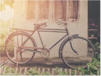 Plakat Rocznika rower lub starych zabytkowych rowerów parku na starym domu na ścianie.