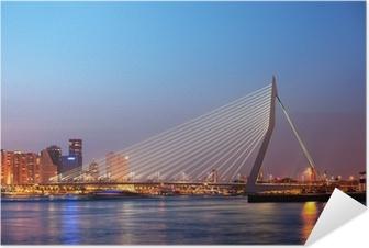 Plakat samoprzylepny Most Erasmus w Rotterdamie o zmierzchu