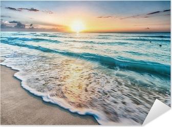 Plakat samoprzylepny Wschód słońca na plaży w Cancun