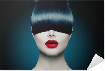 Plakat samoprzylepny Wysoka modelka portret dziewczyny z modnym Fringe