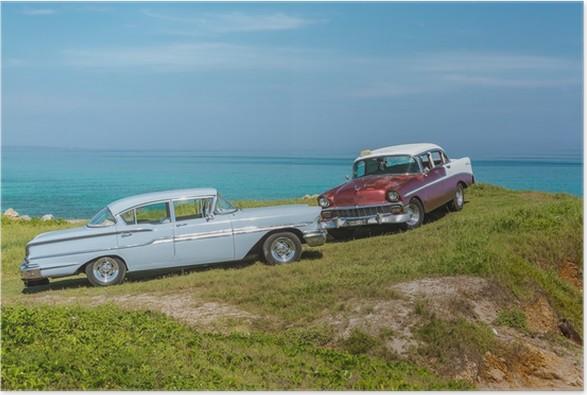 Plakát Úžasný výhled na staré vintage klasických automobilů na oceán pozadí - Na cestě
