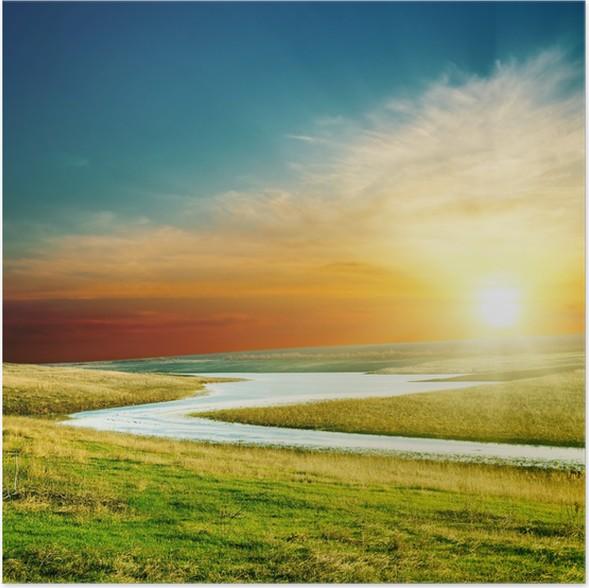 Plakát Západ slunce nad řekou v zelené trávě - Roční období