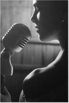 Plakat Zmysłowa kobieta z mikrofonem