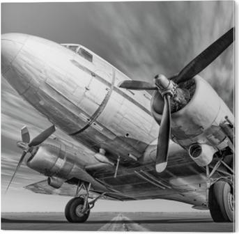 Plexiglas Print Historisch vliegtuig op een landingsbaan