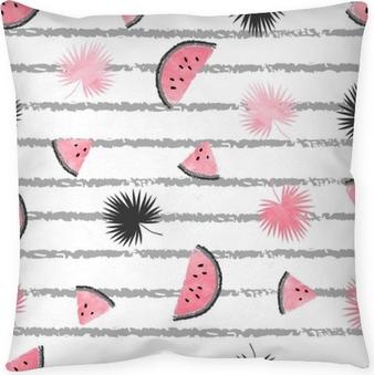 Poduszka dekoracyjna Letni wzór z różowymi i czarnymi plasterkami arbuza i liści palmowych. wektor bezszwowe tło tropikalne.