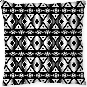 Poduszka dekoracyjna Trendy bez szwu czarno-biały wzór. Nowoczesny styl boho, etnicznej, geometryczny. Modny wzór na ubrania, owijaniem tle. Wektor.