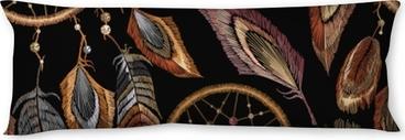 Poduszka relaksacyjna Wzór haftu dreamcatcher boho. native american indian talizman talizman. ubrania w stylu etnicznym. modne ubrania projektowania szablonów. magiczny wzór plemiennych piór, projekt koszulki