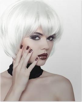 Poster Trucco. Taglio di capelli punk. Close up ritratto di ragazza con la  roccia blu • Pixers® - Viviamo per il cambiamento bd00dda20a82