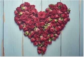 Poster Herzform von Rosen auf hölzernen Hintergrund