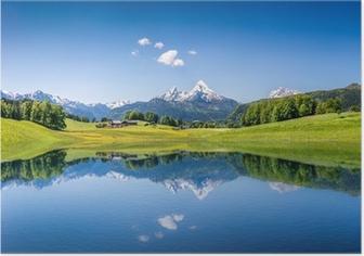 Poster Idilliaco paesaggio estivo con lago di montagna e le Alpi