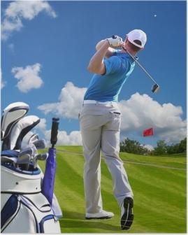 Poster Man spielt Golf gegen blauen Himmel mit Golf-Bag