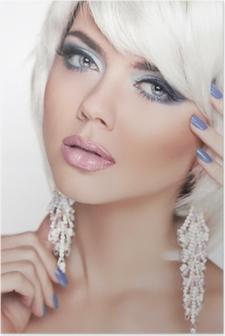 Poster Occhi espressivi. Trucco. Moda Bellezza ragazza. Ritratto Di Donna  wit 3fd3d924e087