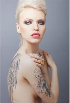 Poster Vamp sucht Frau mit Tattoo-Flügel auf dem Rücken