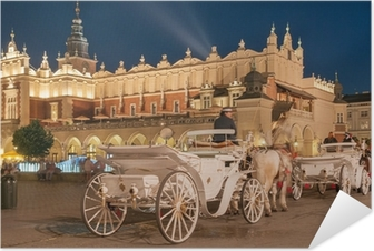 Póster Autoadesivo Carriages before the Sukiennice on The Main Market in Krakow