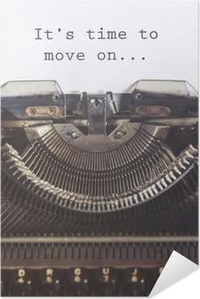 Póster Autoadhesivo Es hora de seguir adelante mensaje de motivación escrito con una máquina de escribir de la vendimia