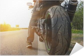 Póster Autoadhesivo Moto en el lado de la calle