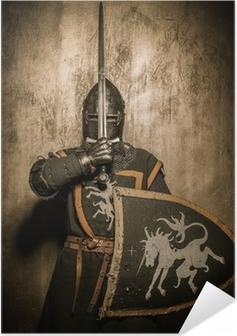 Poster autocollant Chevalier médiéval tenue épée en face de son visage