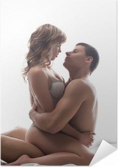 Poster autocollant Couple amoureux ludiques assis dans son lit - jeux sexuels