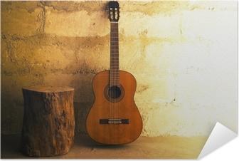 Poster autocollant Guitare acoustique sur le vieux mur - atelier