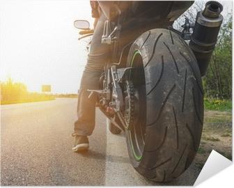 Poster autocollant Moto sur le côté de la rue,