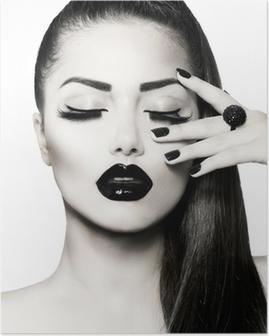Póster Blanco y negro Brunette Girl Portrait. Manicura Caviar de moda