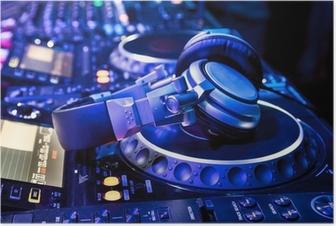 Poster Dj mixer met een koptelefoon