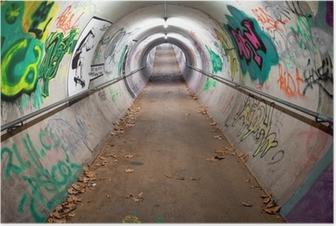 Poster Een lange voetgangerstunnel bedekt met graffiti en neonlichten