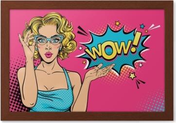 Quadriptyque Wow visage féminin. sexy surprise jeune femme à lunettes avec  bouche ouverte et bulle de cheveux bouclés et blonde. vecteur fond clair  dans un ... 19cad045198