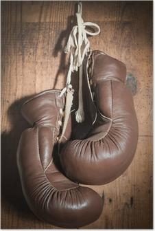 Poster Gamla boxhandskar, hängande på trävägg