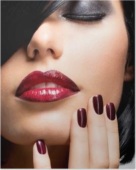 Poster Gezicht van een vrouw met mooie donkere nagels en sexy rode lippen