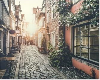 Poster Historische Europese straat tijdens zonsondergang