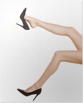 Poster Jolies jambes de femmes en chaussures noires à talons hauts sur fond blanc