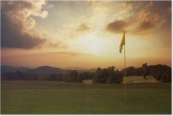 Poster Le lever du soleil sur la montagne au terrain de golf