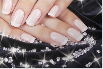 Poster Les ongles de belle femme avec manucure et diamants français.