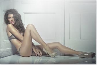 Poster Mooie verleidelijke jonge vrouw in sexy lingerie