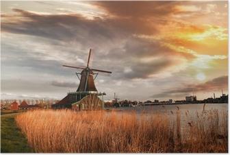 Poster Moulins à vent traditionnels hollandais avec canal près d'Amsterdam, Holla